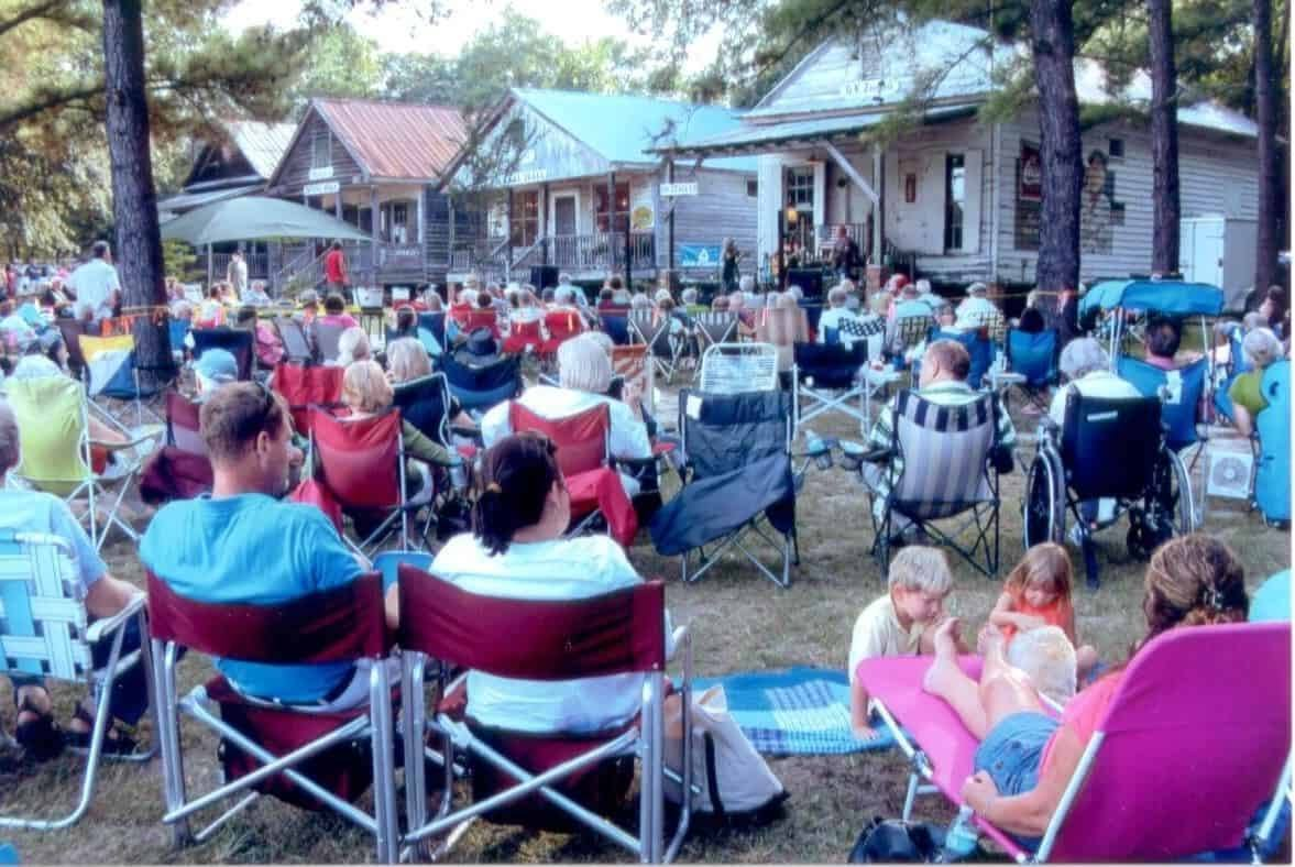 Lone Star Barbecue and Mercantile - Lone Star Crowds